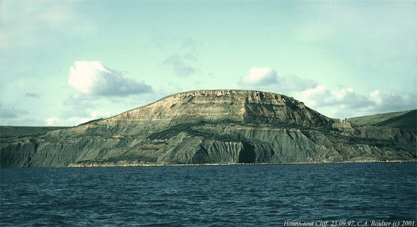 Houns-tout Cliff, Dorset, photographed from the paddle steamer Waverly in 1997, with Kimmeridge Clay in the lower part and Portland Sand above